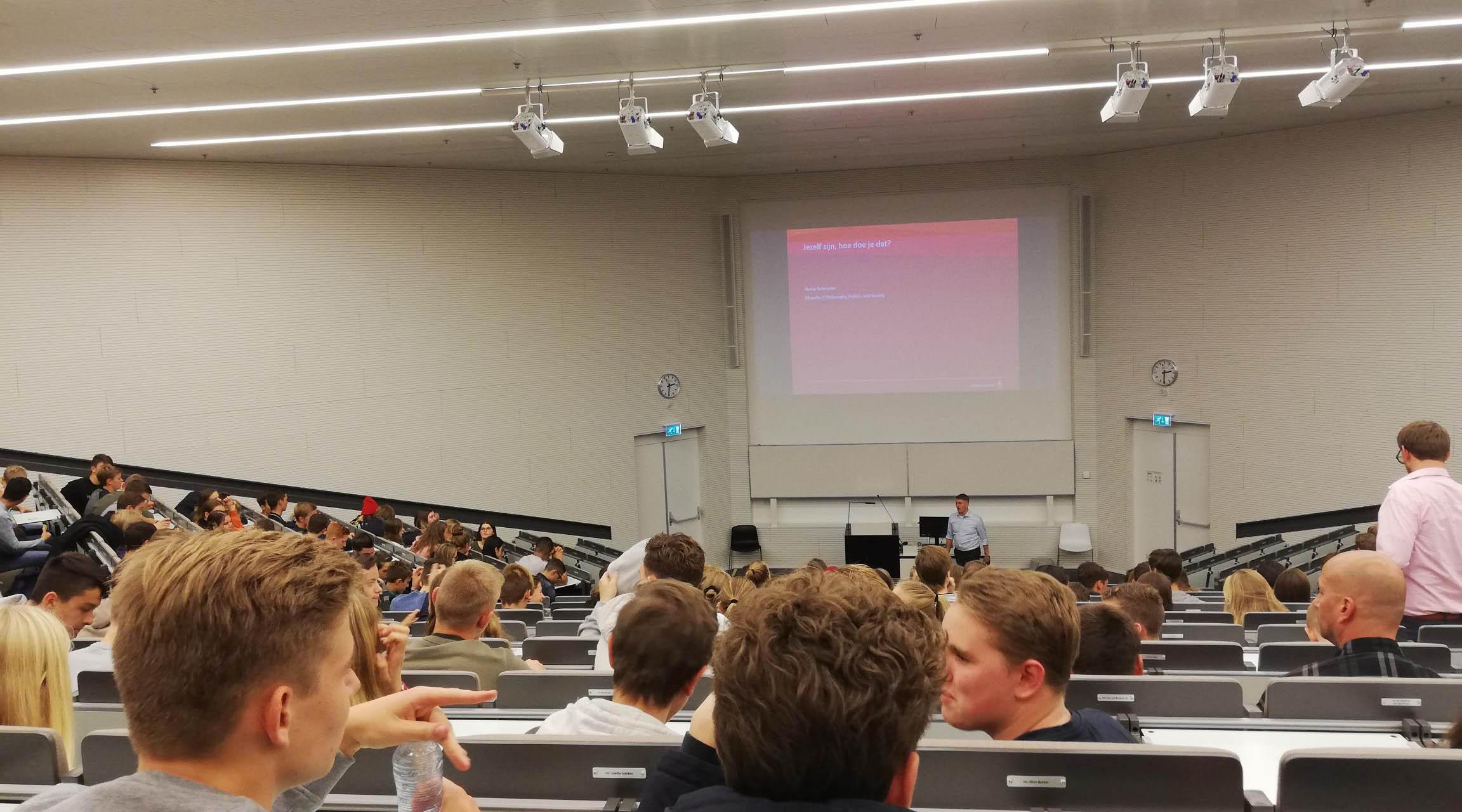 Vwo 4 bezoekt Radboud Universiteit