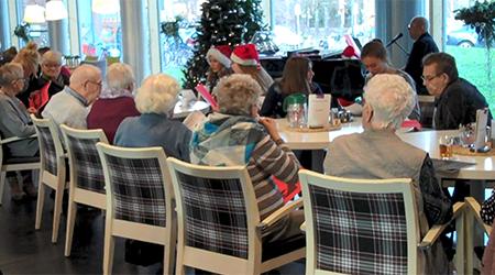 Kerstkoor bezocht de Annenborch
