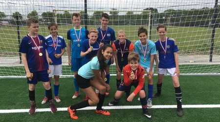 Voetbalcompetitie brugklassen op OJC-terrein