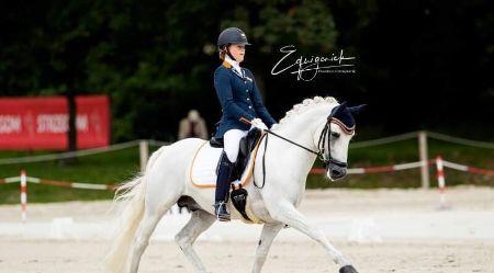 Mickey Schelstraete in A kader met haar pony