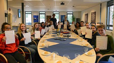 Leerlingen krijgen certificaat Cambridge Engels uitgereikt