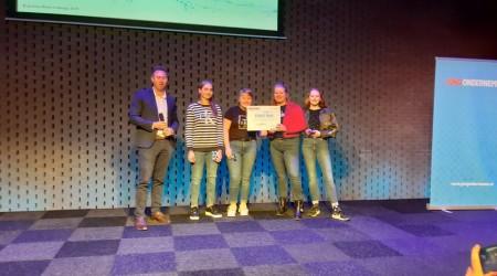 Kim, Annemarie Lianne en Zoë winnen de Brabant water challenge.